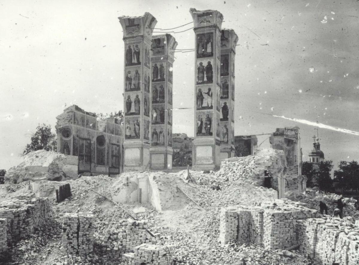 1929. Нижняя часть колокольни после взрыва