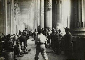 1914. Большой дворец. Корзинки со снедью. 9 октября