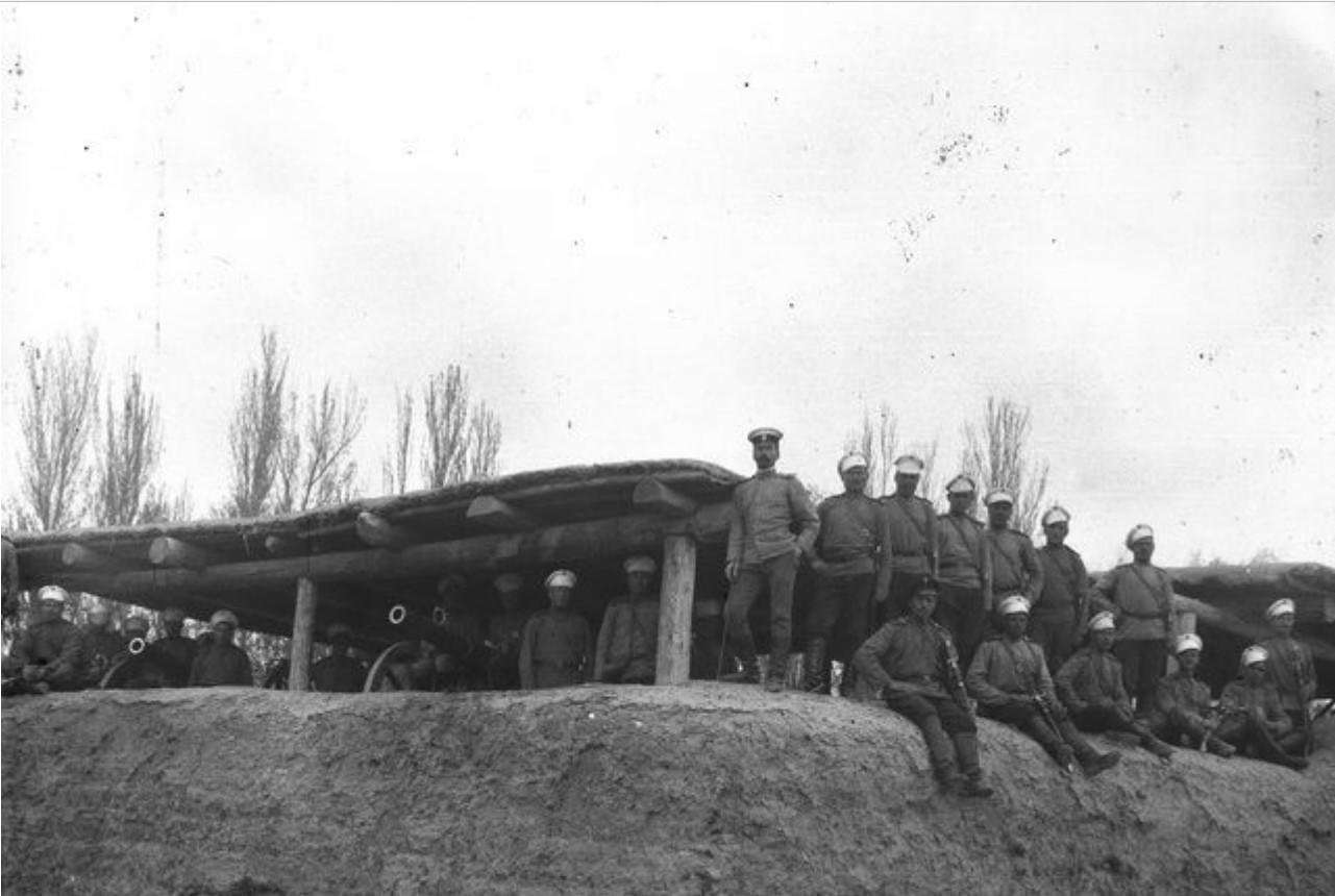 Кульджа. Капитан Нуднер и солдаты-артиллеристы
