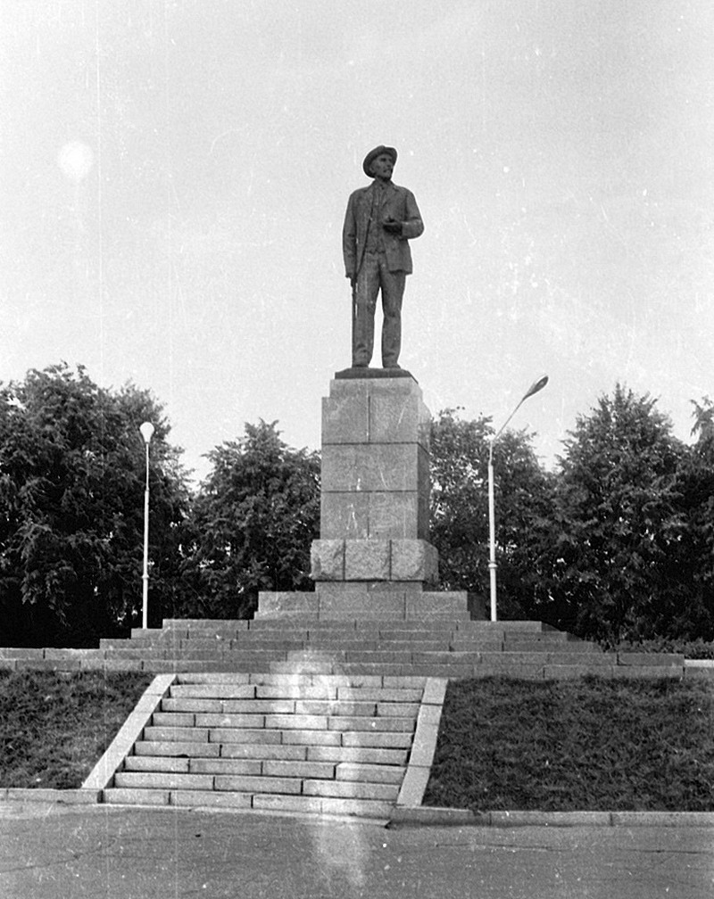 Памятник Мичурину в Мичуринске.