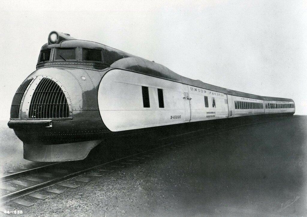 Union Pacific M-10001 '1934 2.jpg