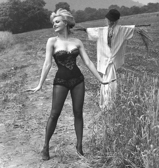 Julie-Newmar-1961-7.jpg