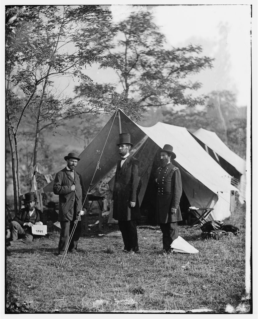 comparison between abraham lincoln and robert e lees goals during the american civil war Robert e lee: biography of robert all southern armies during the american civil war encyclopÆdia britannica pres abraham lincoln called on virginia to.
