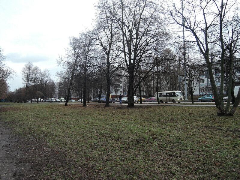 Байкальская улица. Еще не пробка, но перед светофорами придется потолкаться.