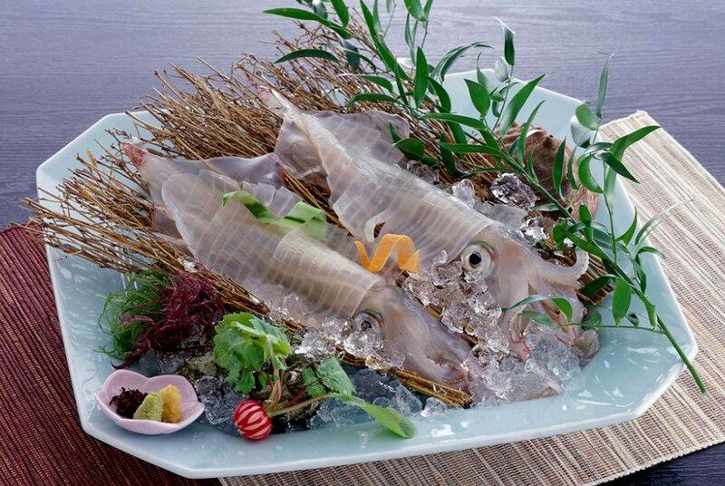 Клубника и рыбьи кишки? Тухлые бобы и живые кальмары?.. Самые странные блюда японской кухни