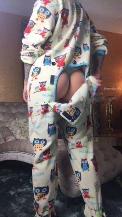 Необычная женская пижама с открытой попой