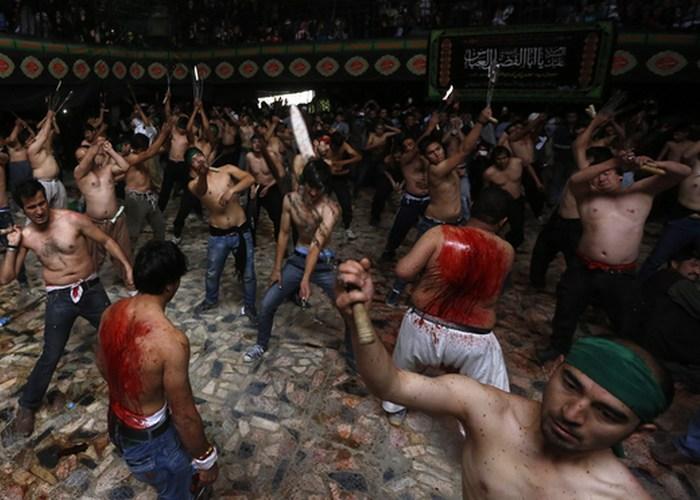 День Ашура — мусульманский праздник. Но сунниты и шииты понимают его по разному. Сунниты рассм