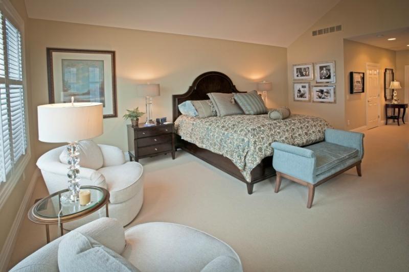 Дизайн интерьера спальни в светлых оттенках фото 4