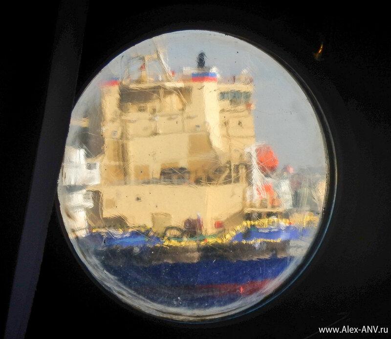 Пока шли занятия на Красине, я поглядывал в иллюминаторы на новые корабли.