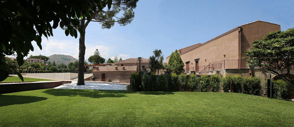 дом на месте фермы, старый дом в италии, поместье в италии, реконструкция старого дома фото, бассейн инфинити, реставрация старого дома