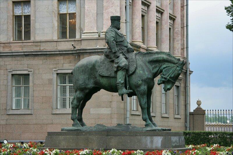 Памятник Александру III, Мраморный дворец