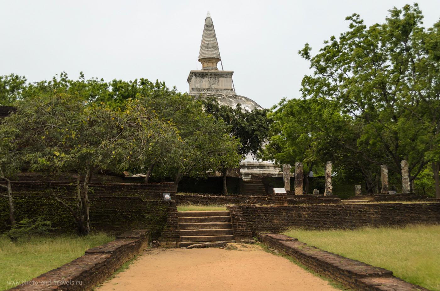 Фото 10. Белая ступа Rankot Vihara в археологическом комплексе Полоннарува (Polonnaruwa) на Шри-Ланке. Отчет о самостоятельной экскурсии.
