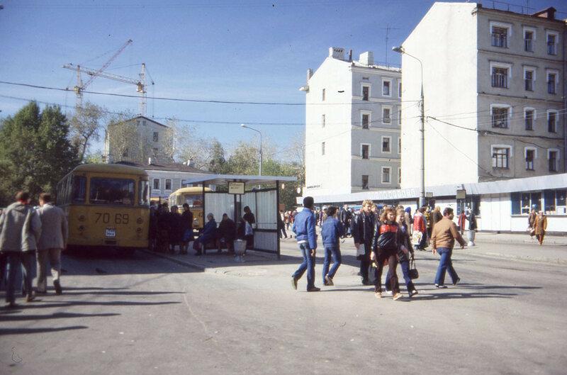 92360 Конечная автобусная станция  «Новослободская» Роберт Ньюхаузер 1985.jpg