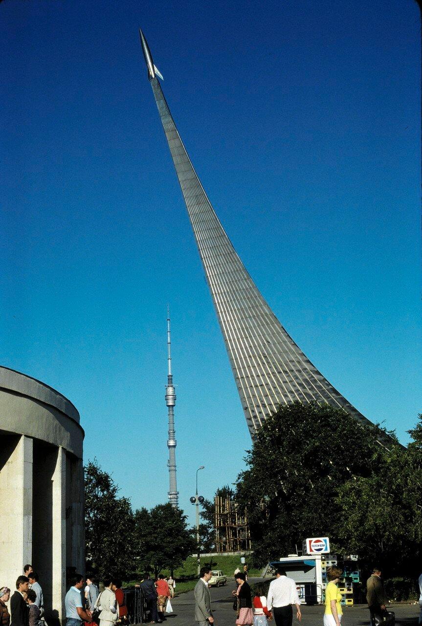 ВДНХ, Памятник первому спутнику