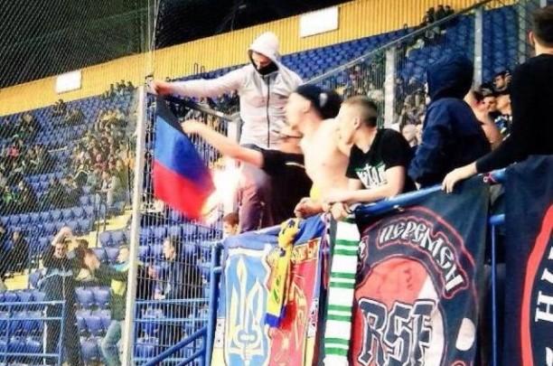 Фанаты «Шахтера» наматче сожгли флаг «ДНР»