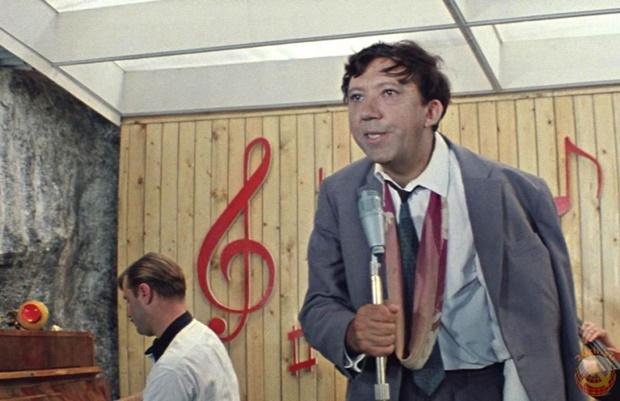 Герои советских фильмов поют песню Земфиры «Хочешь». Видео