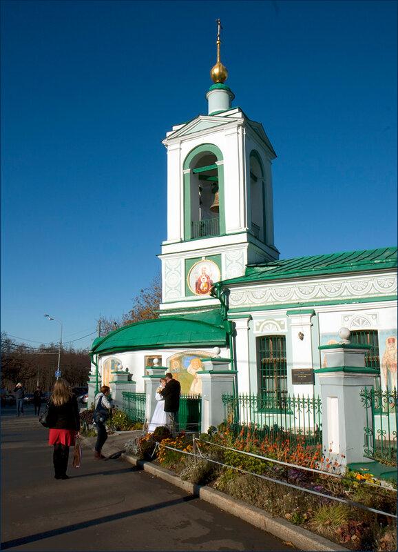 Деревянный храм Троицы на Воробьевых горах.