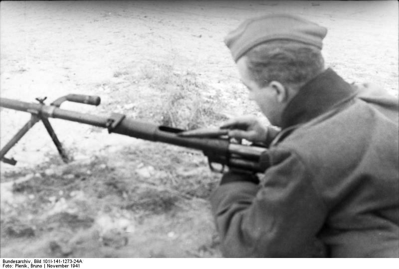 Russland-Mitte, Soldat mit Panzerbьchse