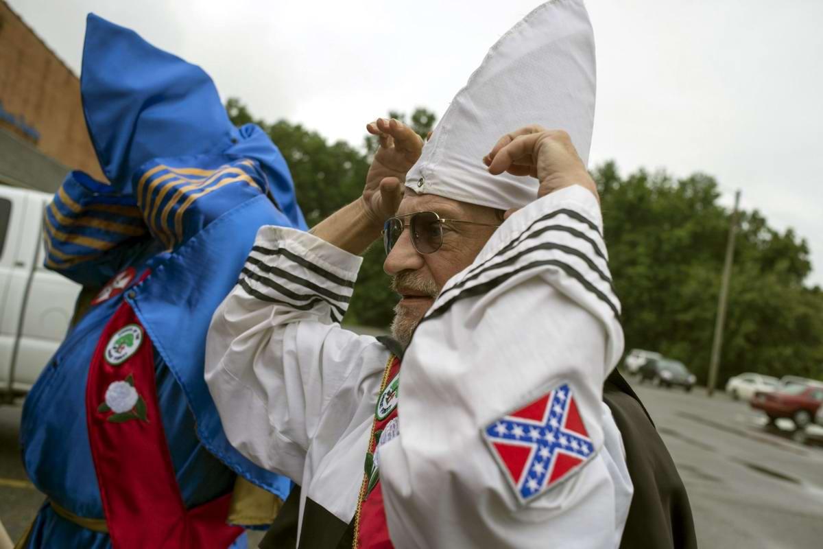 Торжество толерантности: Американский Ку-Клукс-Клан в новой подборке снимков фотографа Johnny Milano (12)