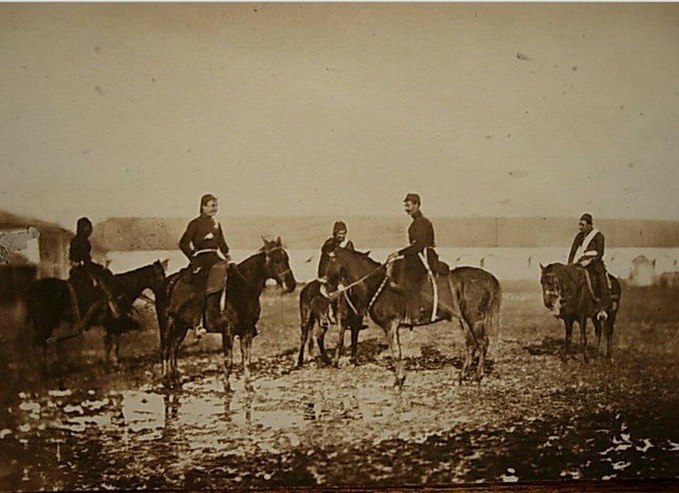 Турецкие артиллерийские офицеры на лошадях