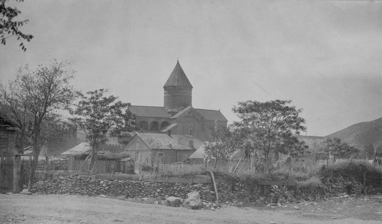 Мцхета. Светицховельский Собор и река Кура