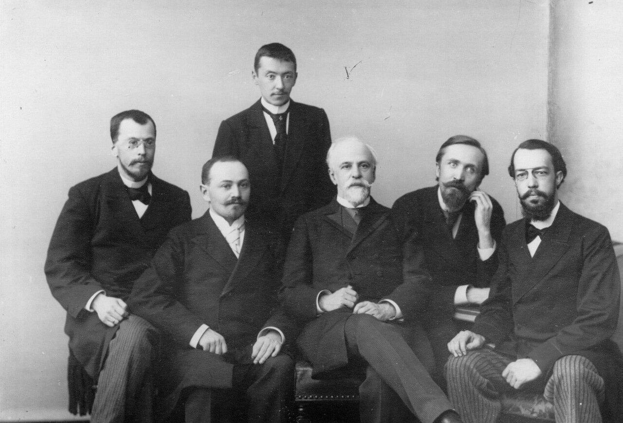 48. Преподаватель консерватории Н.Ф.Соловьев со своим классом