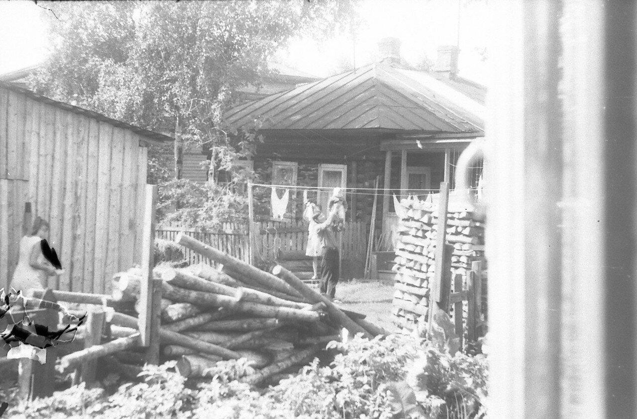 1970. Двор дома №37 по Энгельса