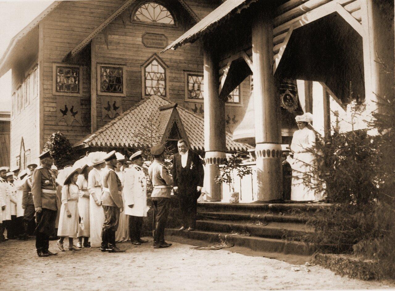 Император у павильона колоколитейного павильона С.Н.Забенкина