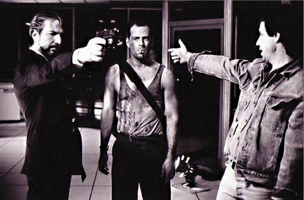 1988. Алан Рикман, Брюс Уиллис и Джон Мактирнан на съемках фильма «Крепкий орешек»