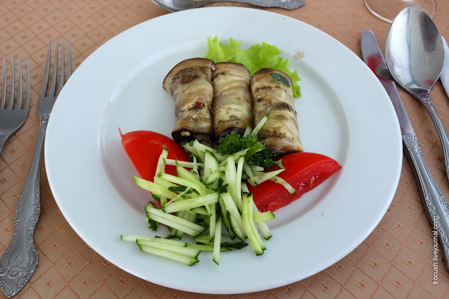 Баклажан по-кубански (фаршированный сыром с грецким орехом)