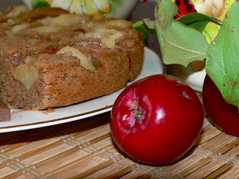 пирог шоколадный с яблоками
