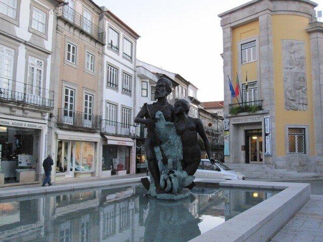 Памятник Карамуру в Вьяна-ду-Каштелу
