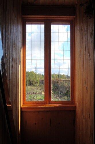окно над лестницей