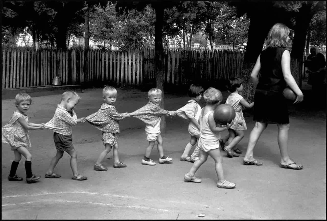 Детсад в летнем лагере на Кубани. 1966. СССР, фотограф Арнольд Ева