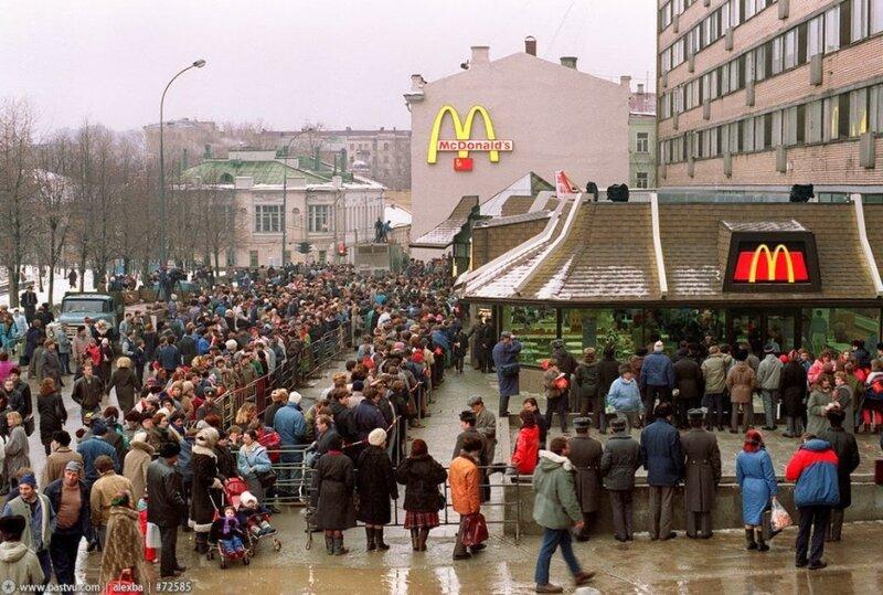 1990 Очередь в первый Макдональдс..jpg