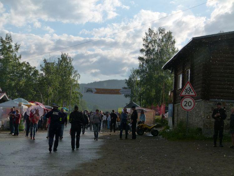 Дождь испасительные торговые палатки