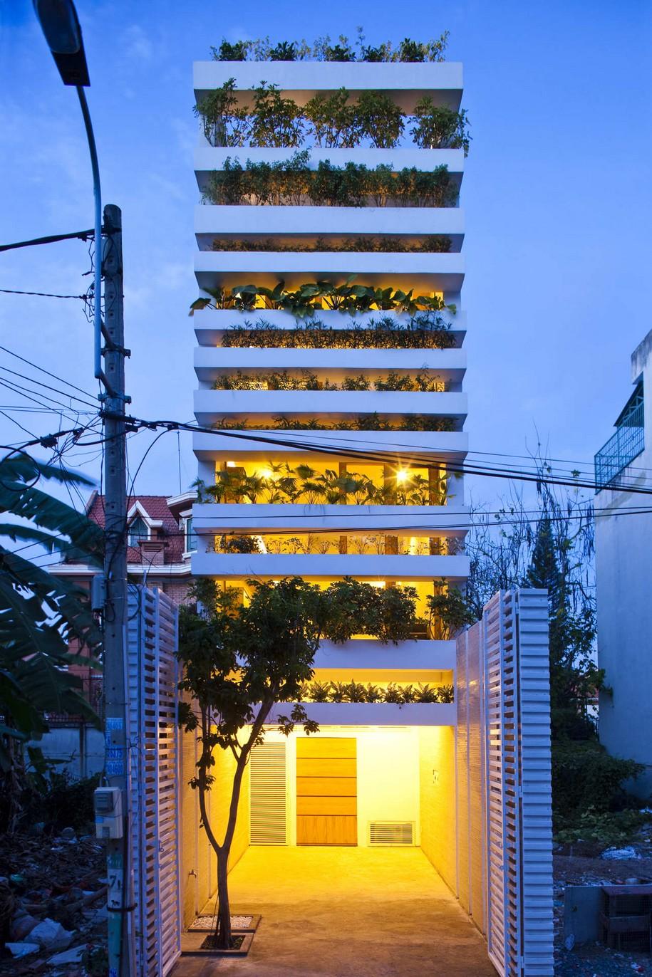 Интересный дом со стеной из цветов в Сайгоне, Вьетнам