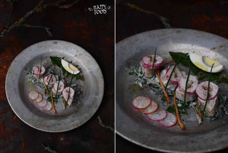 Простой картофельный салат с редисом, яйцом и одуванчиком