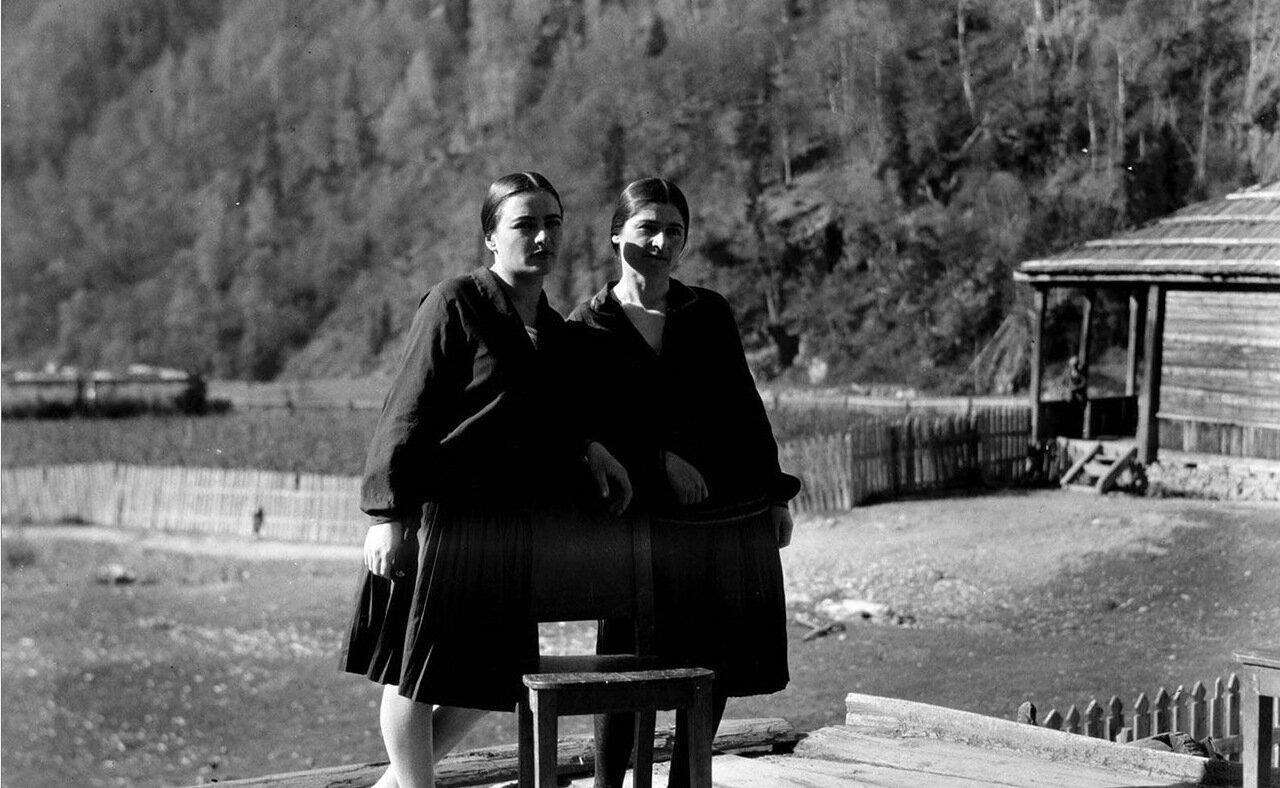 Две сванские женщины