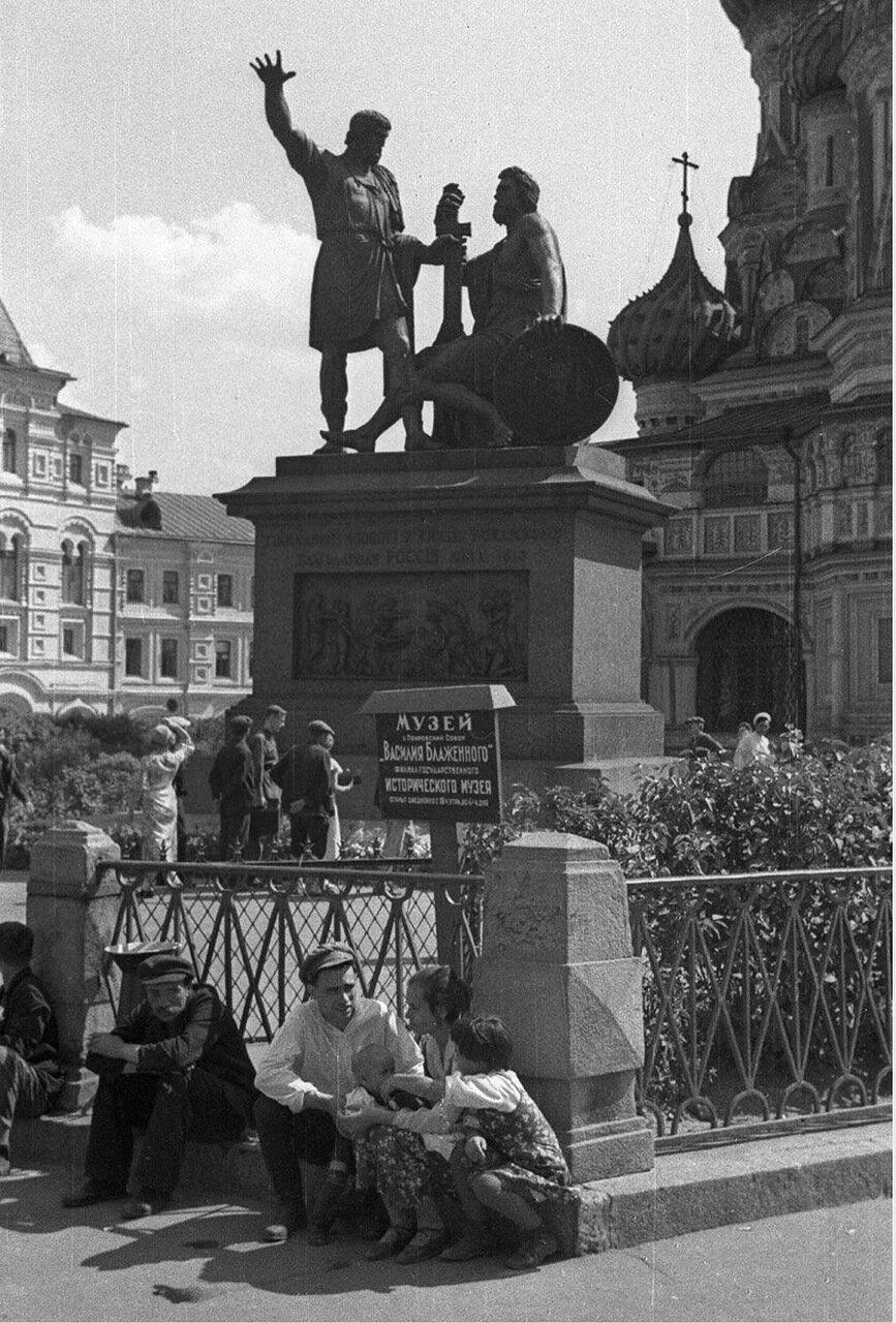 72. Памятник Минину и Пожарскому на Красной площади