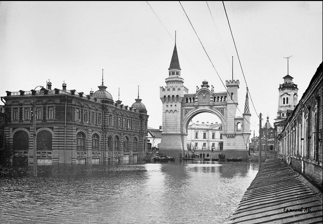 Арка при въезде на ярмарку от Московского вокзала.