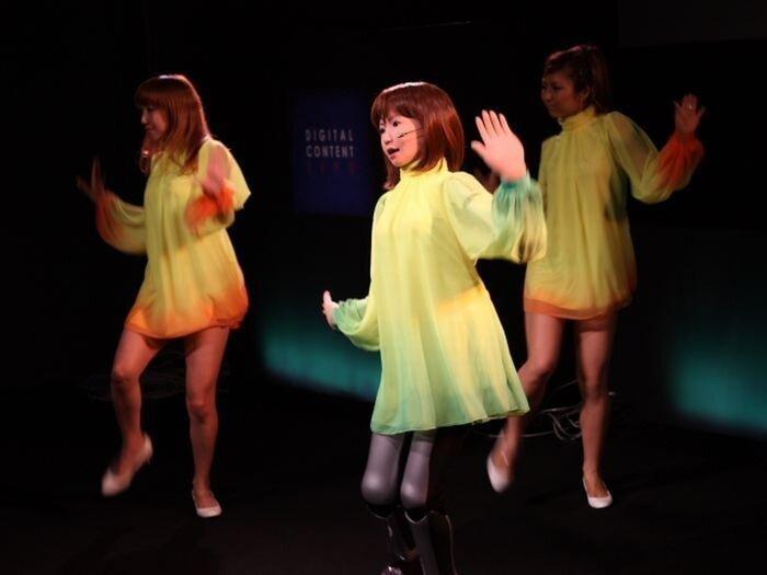 Танцует и поет. Человекоподобная девушка-робот HRP-4C