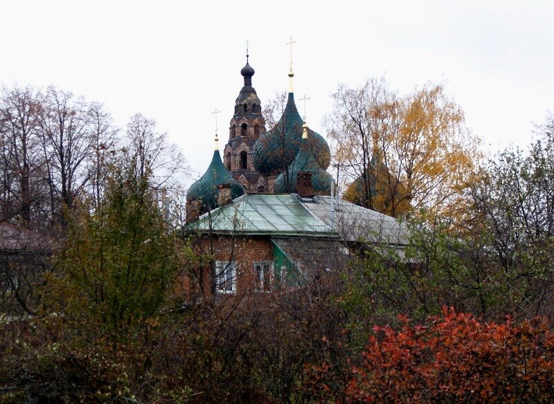 Вид на церковь Рождества Пресвятой Богородицы с ул.Ярославской
