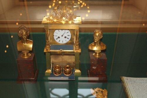 """Часы """"секретер"""" и портреты императорской четы"""