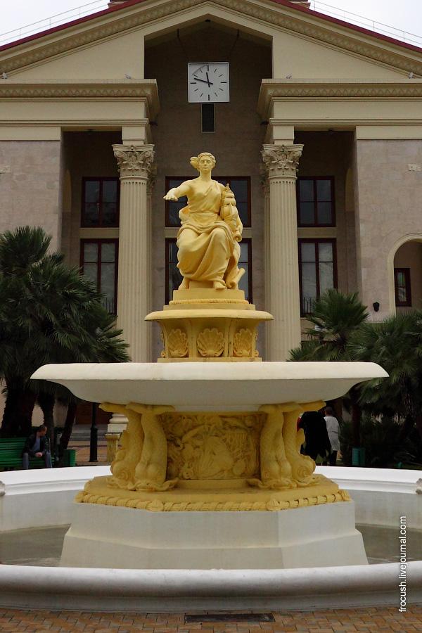 Фонтан со скульптурой богини мореплавания