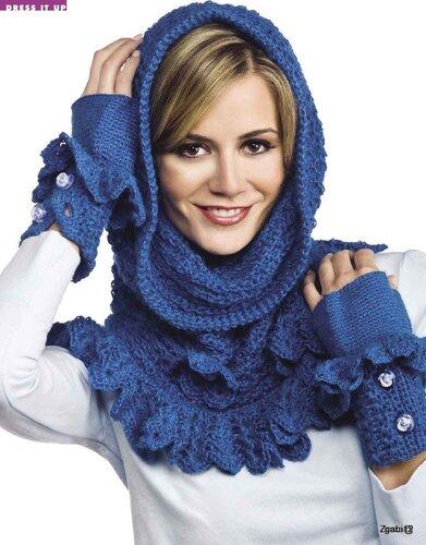 Надевают его через голову.  В прохладную погоду верхнюю часть шарфа...