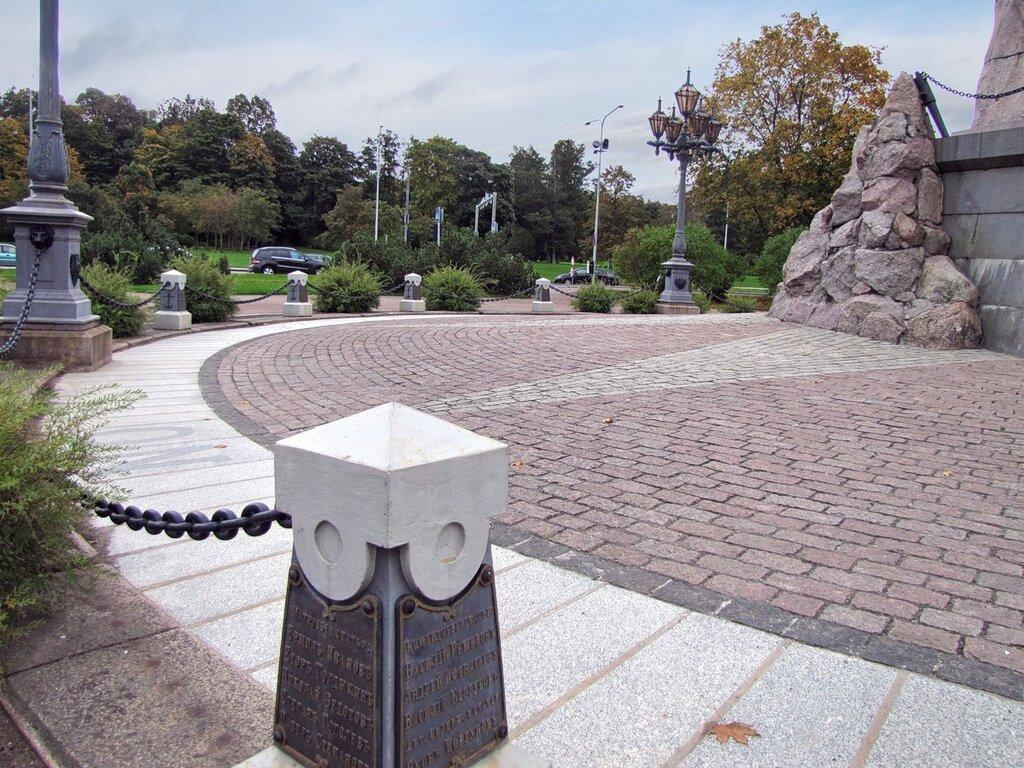 "фрагмент монумента броненосцу ""Русалка"""