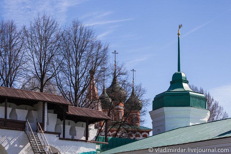 Церковь Михаила Архангела и Михайловская башня Спасо-Преображенского монастыря. Ярославль.