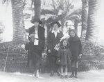 Мария Михайловна с няней и дочерьми — Анной и Мариной. Канны. 1922 год