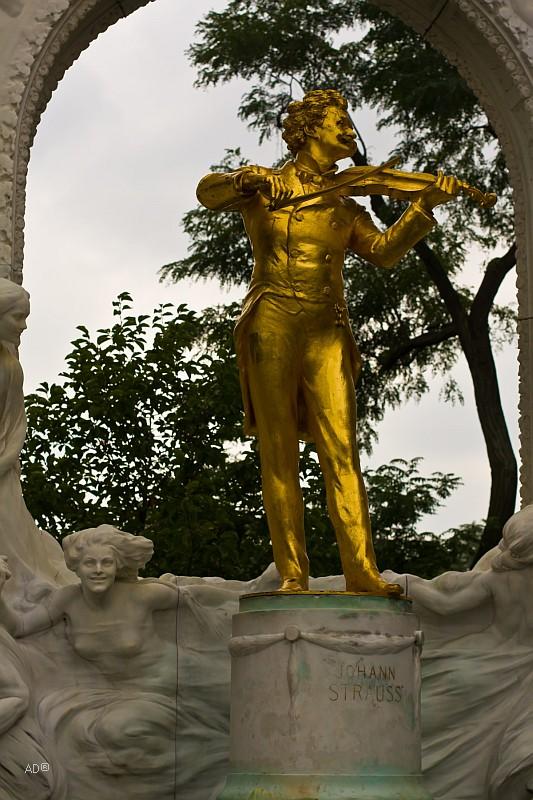 Памятник Иоганну Штраусу-сыну